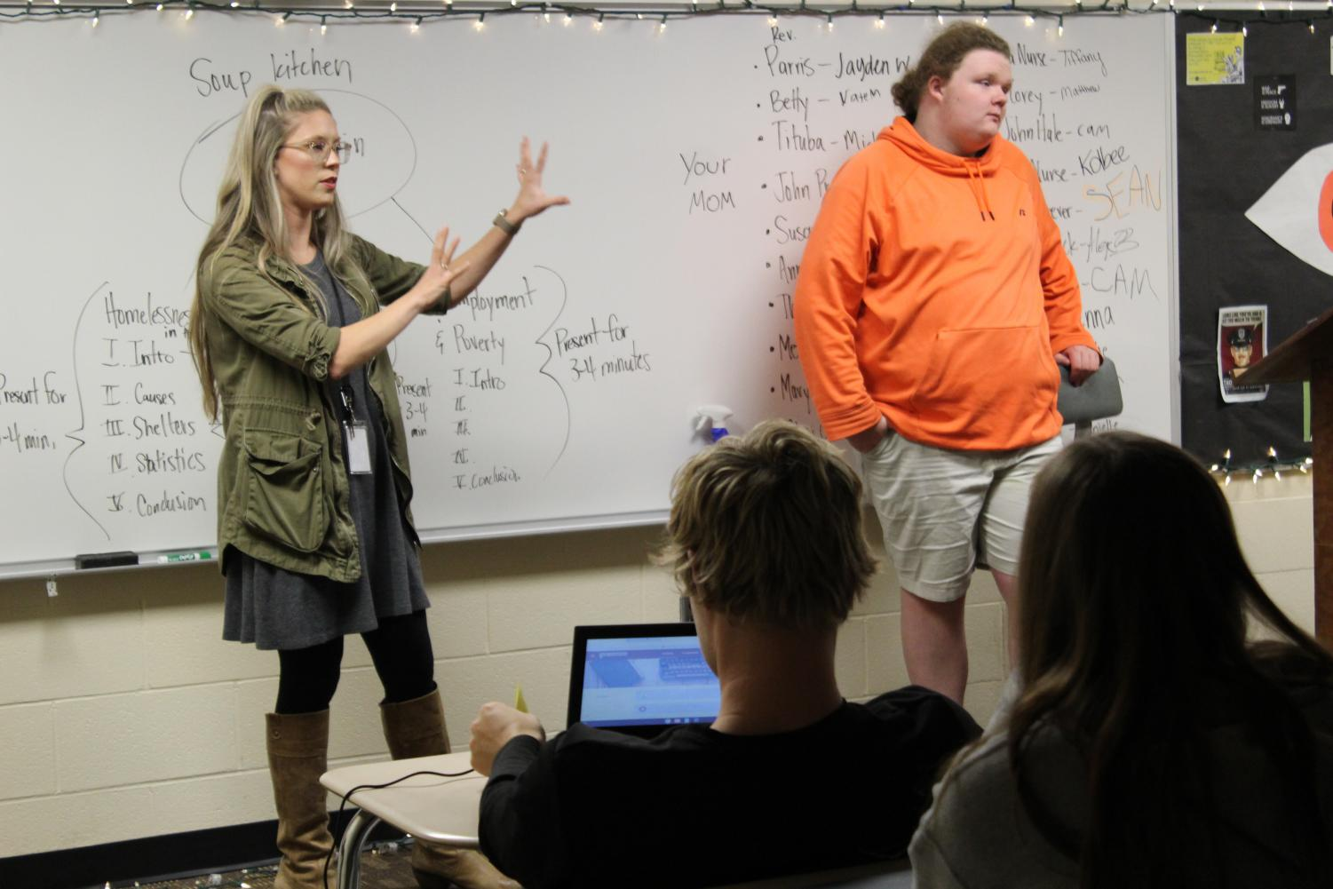 English teacher Ashley Deaver gives an example with Korigan Hoyt (12). Photo by Bailey Pennycuff