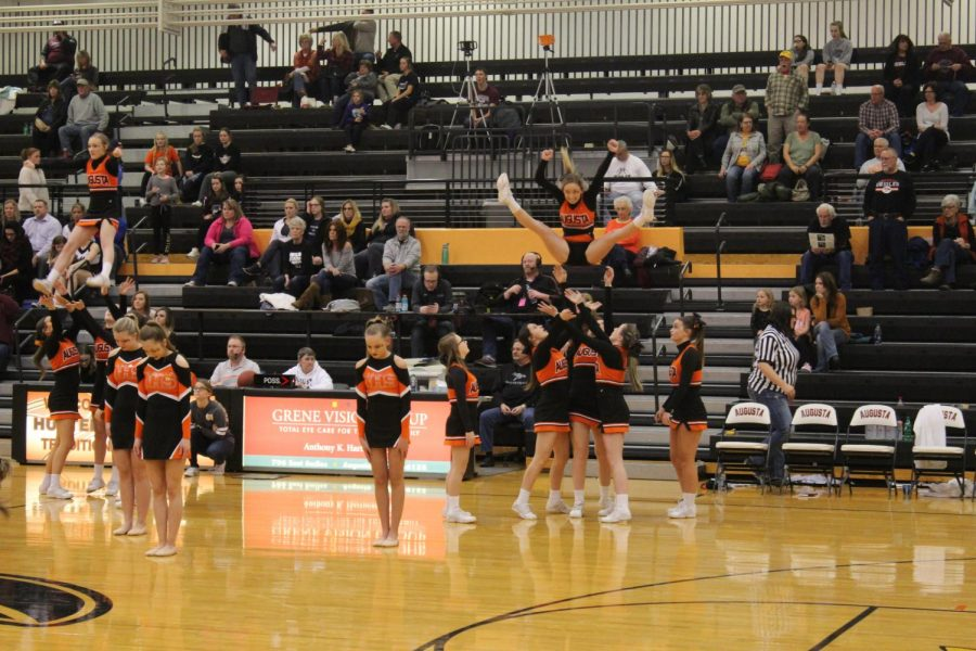 The+Oriolettes+join+the+combined+basketball+and+wrestling+cheer+squads+to+entertain+the+crowd+during+halftime+of+the+boys+varsity+game+Feb.+8.+The+cheerleaders+and+dancers+planned+a+special+routine+for+the+winter+homecoming+halftime+performance.+