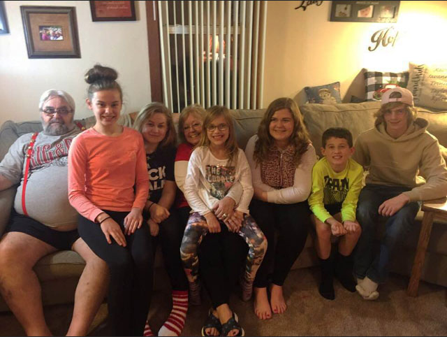 McMichael+children+gather+around+their+cousin+and+grandparents+after+a+Thanksgiving+feast.+The+last+time+they+were+in+Minnesota+for+Thanksgiving+was+in+2017.+