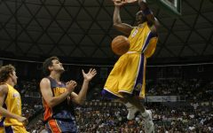 Kobe dunks during a game against the Warriors.