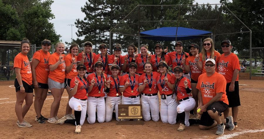 Gracie+Johnston+helped+lead+the+Orioles+to+a+4A+state+championship+last+year.+Rival+schools+were+excited+for+the+2020+softball+season+because+Johnston+would+be+in+college.
