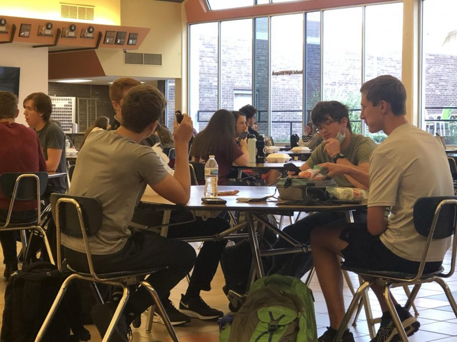 Junior+Sawyer+Schmit%2C+junior+Zach+Engelbrecht%2C+and+junior+jake+Williams+sit+at+the+lunch+table.+As+they+and+the+rest+of+their+class+mates+enjoy+a+free+lunch.+